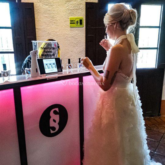 Bride R
