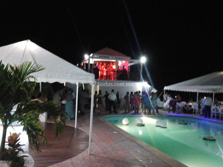 Alberca de hotel real del mar foto 11 for Piso 9 del hotel madero