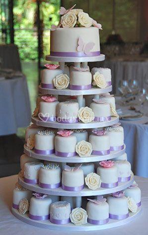 Torre de mini cakes