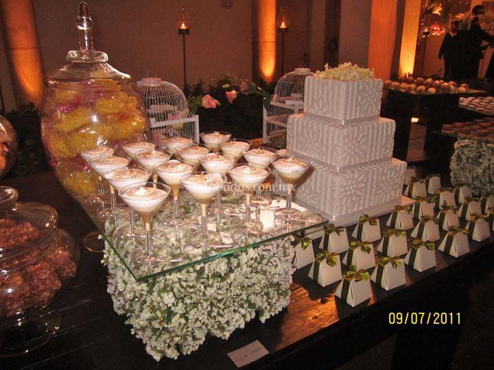 Mesa postres para boda de la chocolatier fotos for Mesas de dulces para bodas precios