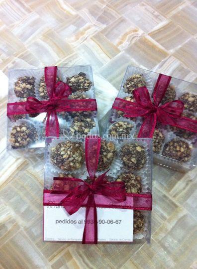 Cajita con trufas de chocolate