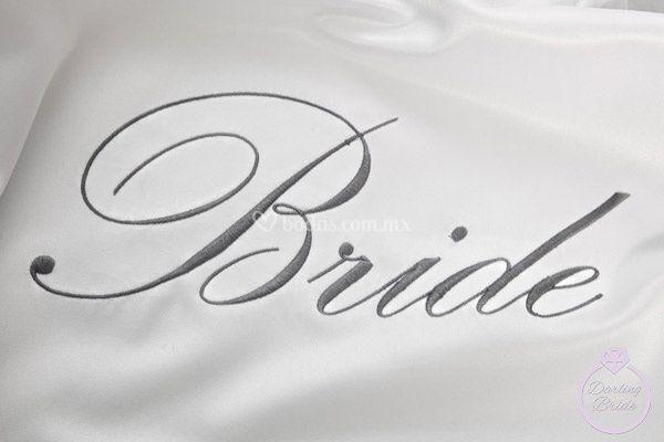 """Bordado """"Bride"""" en gris perla"""