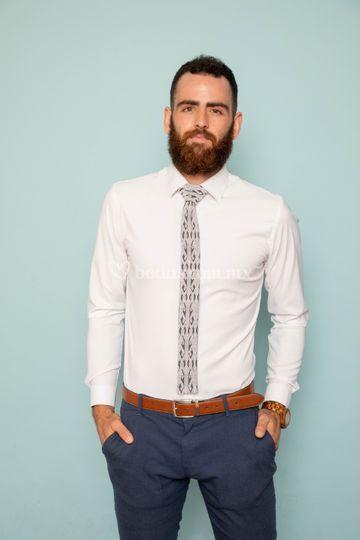 Corbata blanca