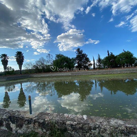Jardín y lago