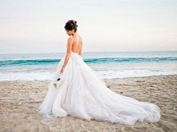 Retrato de novia en la playa