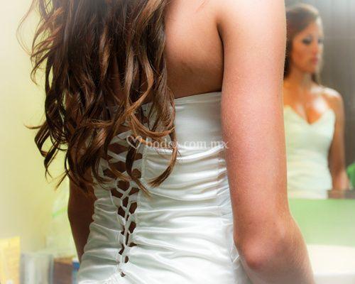 Detalles del vestido y cabello
