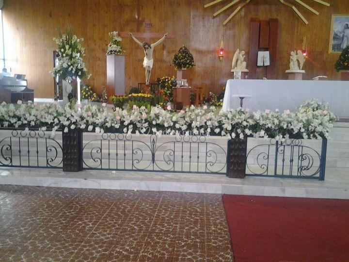 Altar en rosa blanca