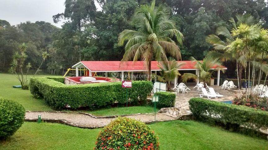 Amplio jardines
