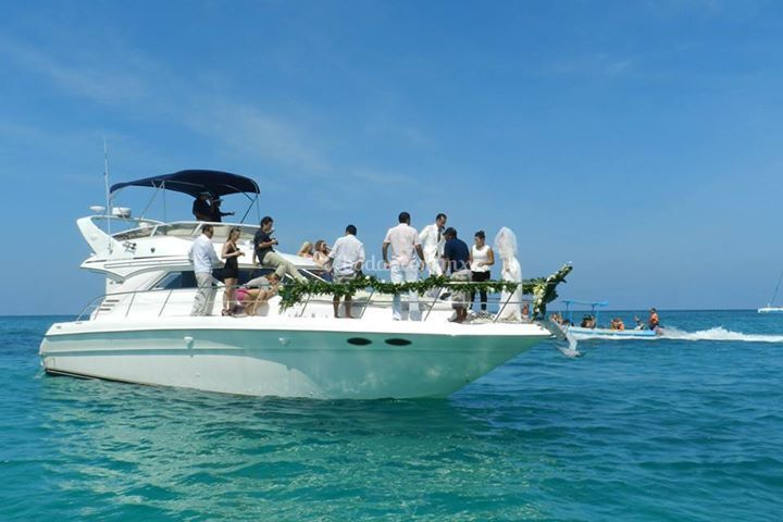 Matrimonio In Yacht : Luxury yacht charter cancún