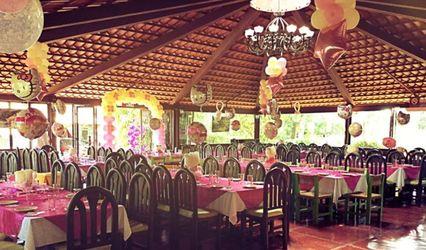 Las Cazuelas Salón Jardín