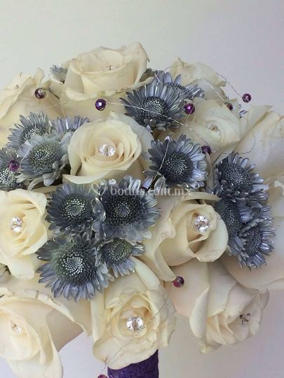 Ramo de novia, rosas y yoko
