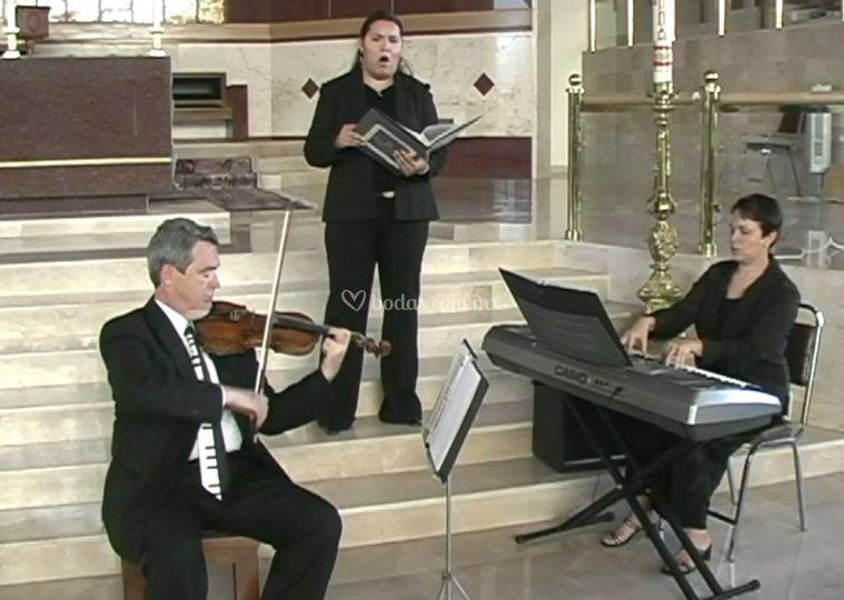 Soprano, violín y piano