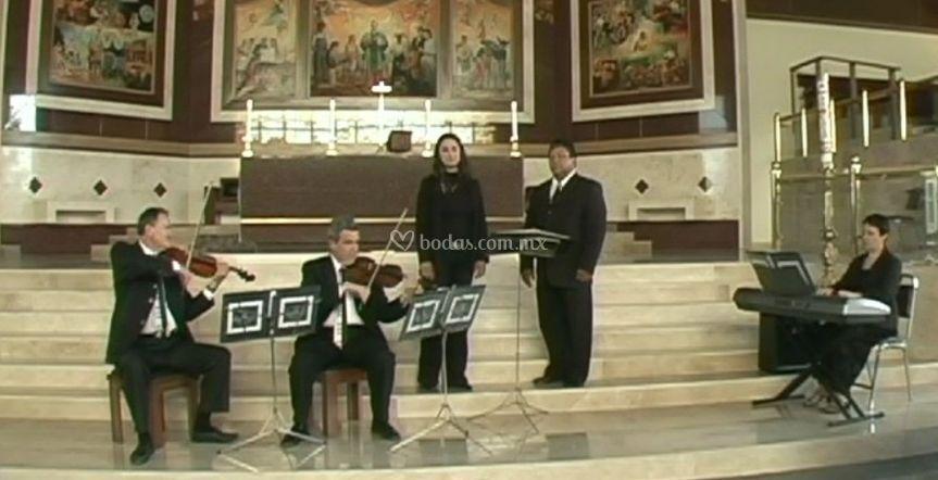 2 voces y 3 instrumentos