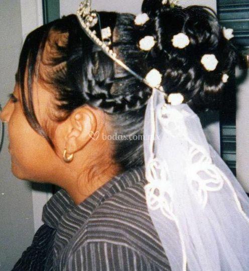 Peinado con tiara y velos