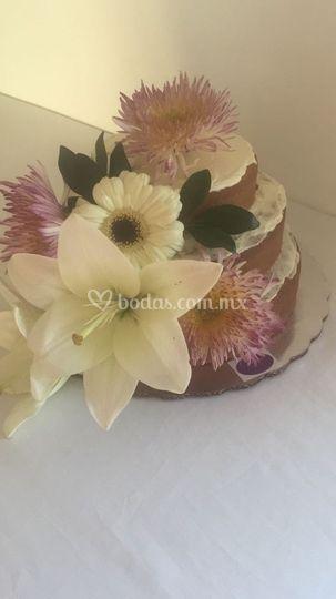 Pastel con decorado Natural