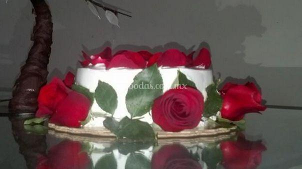 Pastel con flores naturales