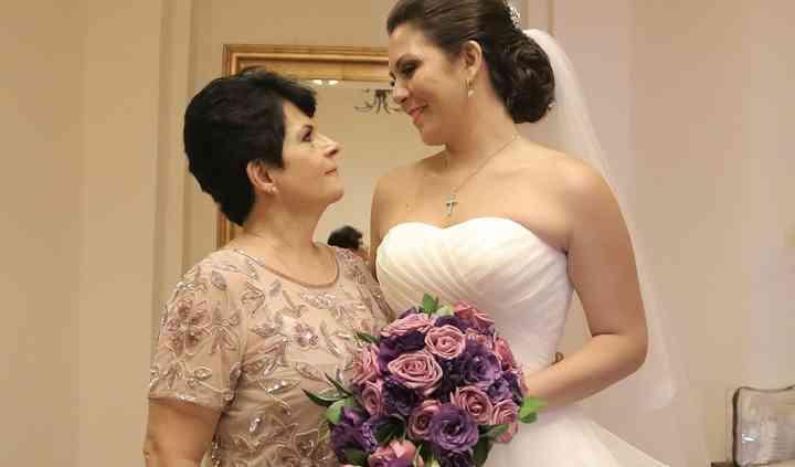 Novia y mamá de la novia.