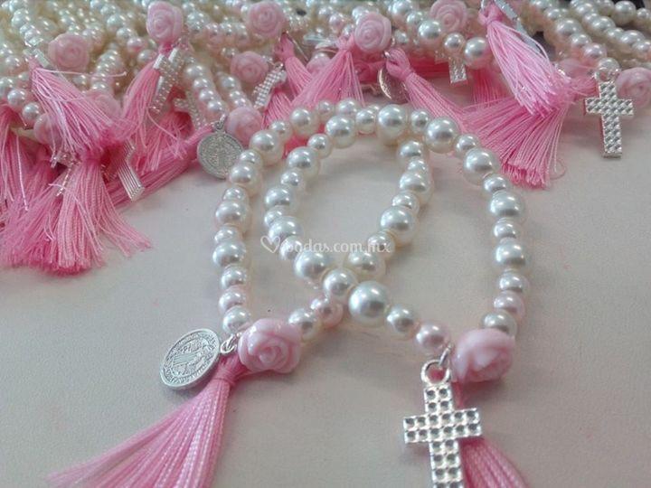 Pulsera perla motita cruz