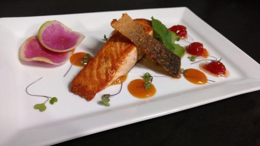 Salmon con chutney de mango