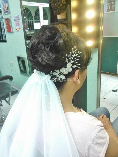 Novia maquillaje y peinado