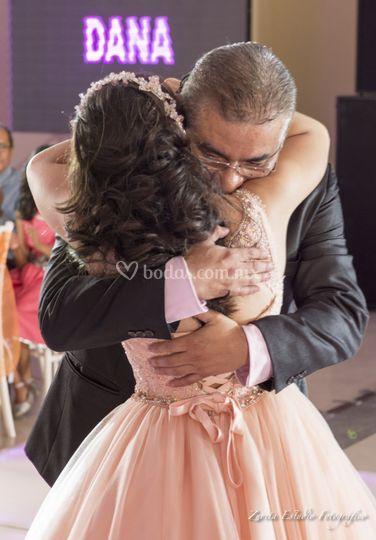 Baile de honor con su papá