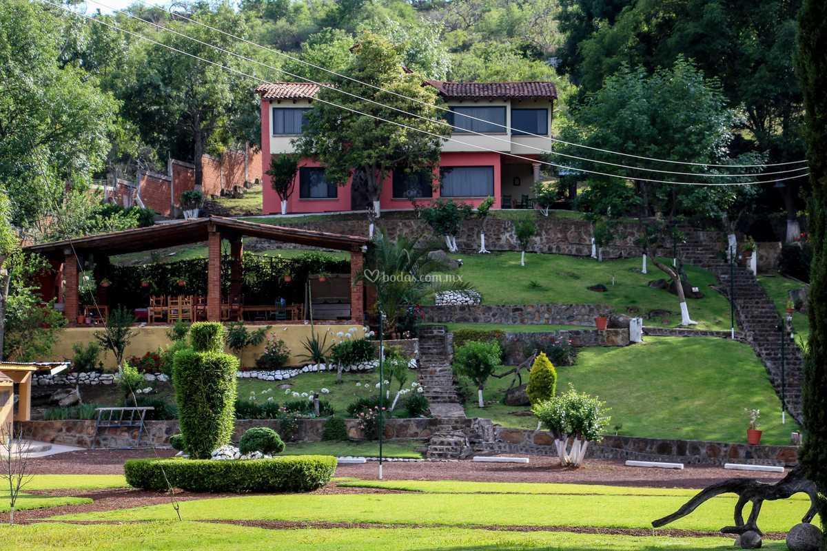 Terraza Y Cabaña De Novios De Salón Campestre San Rafael