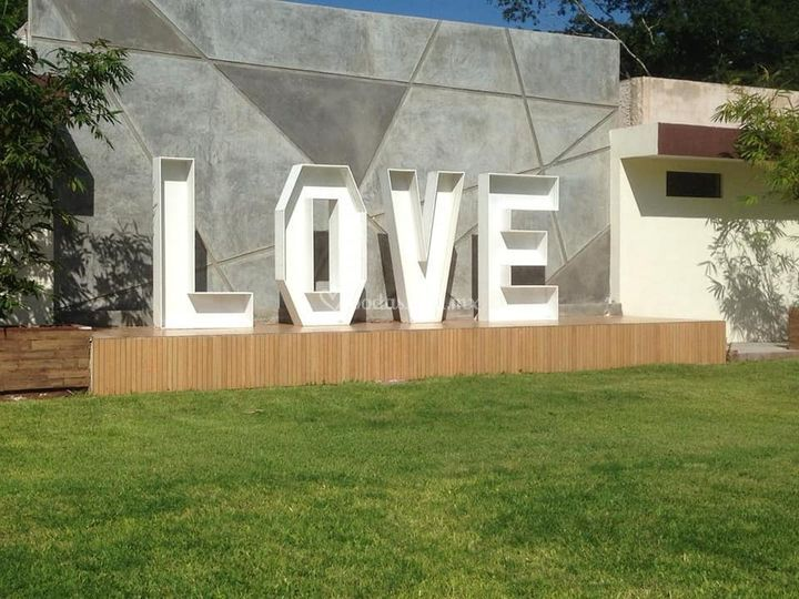 LOVE 2 metros