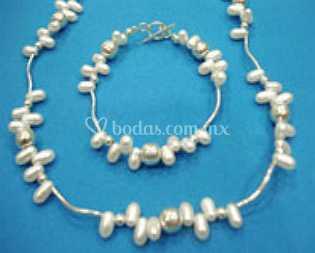 Collar de perlas ovaladas