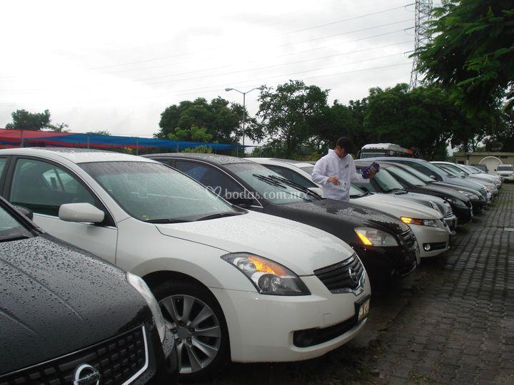 Estacionamiento con acomodadores