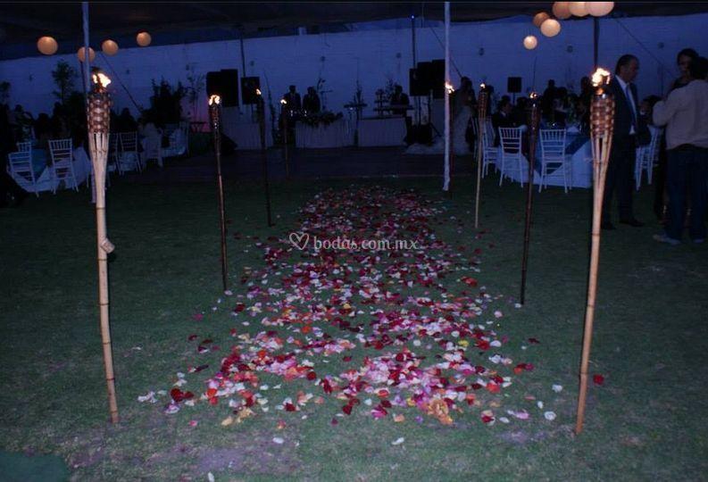 Antorchas de jardin iluminacin con antorchas jardn el for Antorchas de jardin