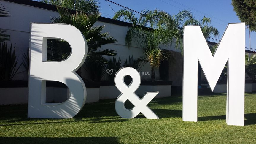 B&M iniciales