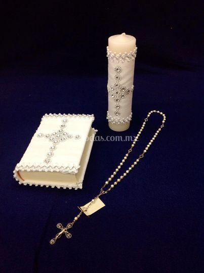 Juego de biblia, vela y rosario