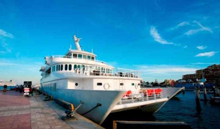 Yate catamarán de dos plazas