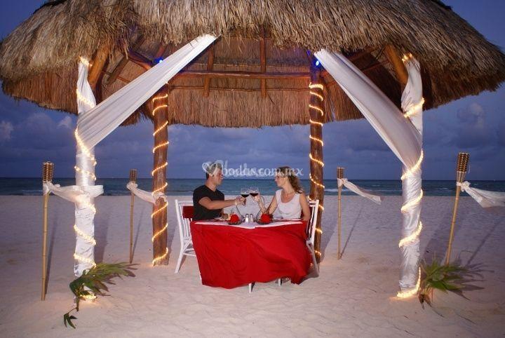 Cena excluvisa frente al mar