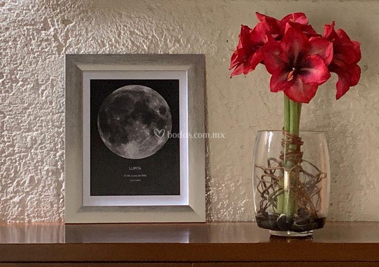 Cuadro luna marco plata