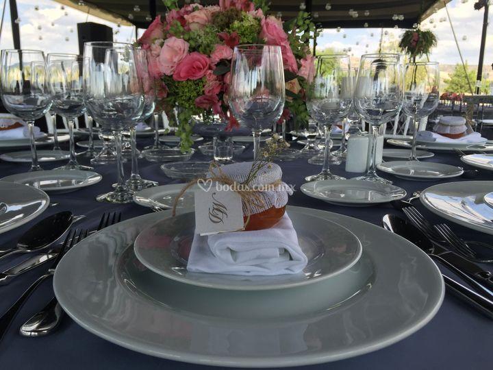 Mesa con detalle para invitado