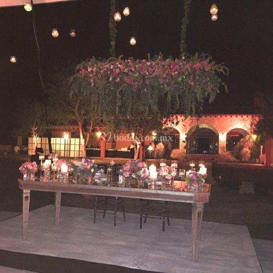 Mesa Novios flores colgantes