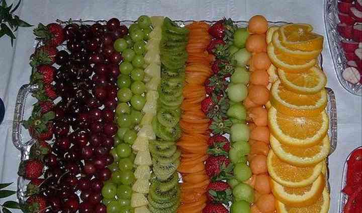 Charola de frutas para brochetas