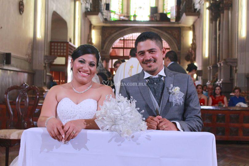 Felices los nuevos esposos