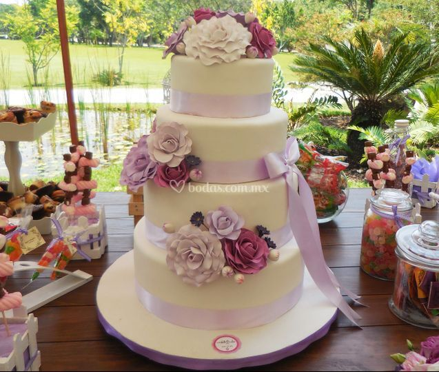 Pastel boda fondant rosas
