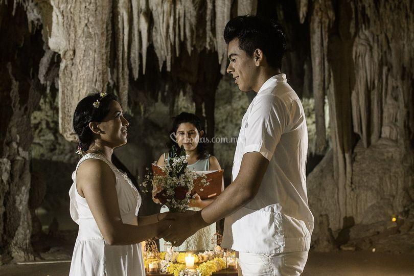 Ceremonia maya en cueva seca