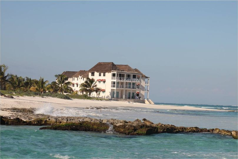 Playa, hotel y boda en un lugar