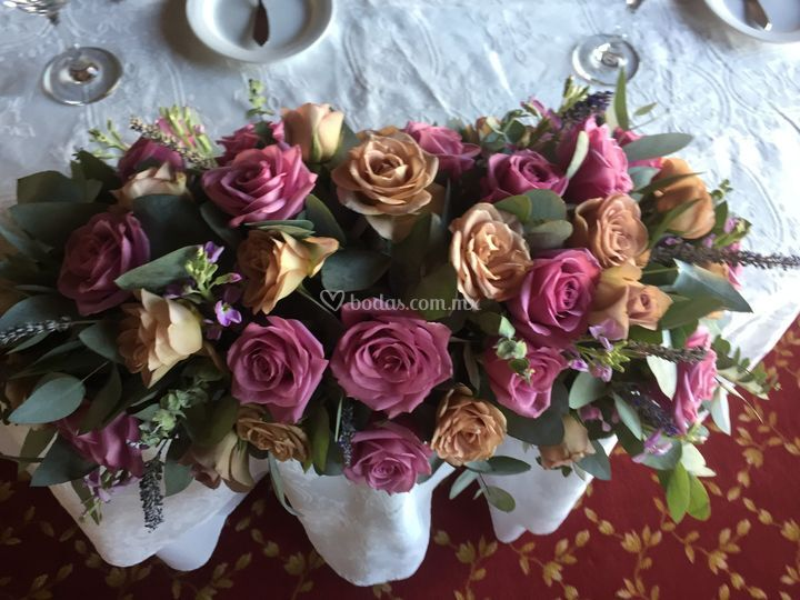 Mesa de novios rosas