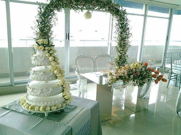 Mesa de honor y pastel