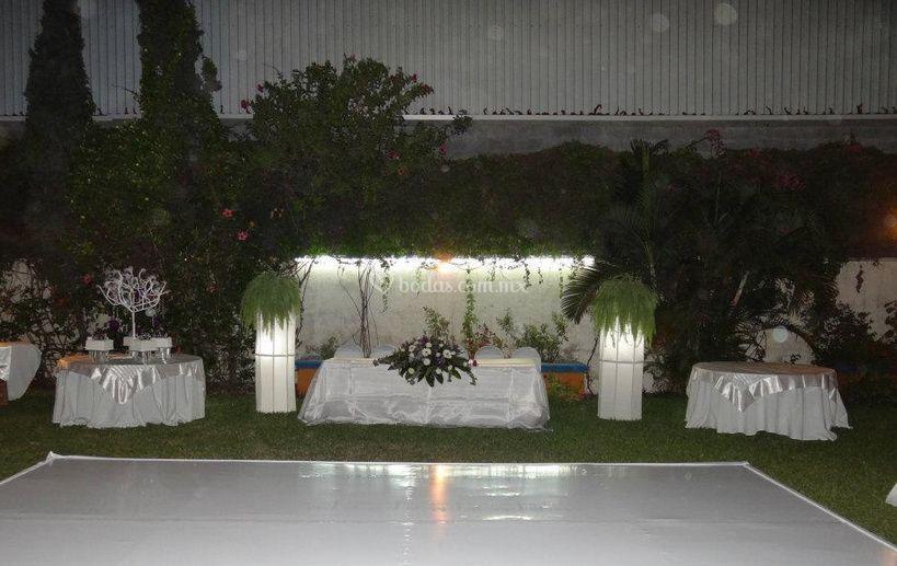 excelente iluminaci n de sal n casa jard n foto 3. Black Bedroom Furniture Sets. Home Design Ideas