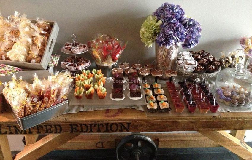 Mesa de postres de bomb n de chocolate fotos - Postres para mesa de dulces ...