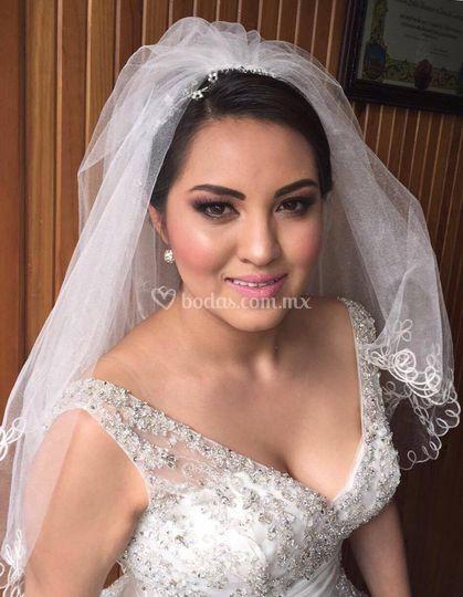Maquillaje elegante de novia