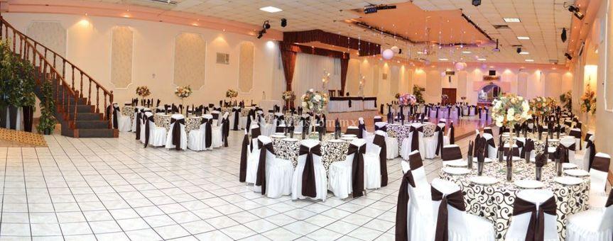 Salón montado en blanco y negro