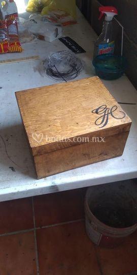 Monograma aplicado a caja