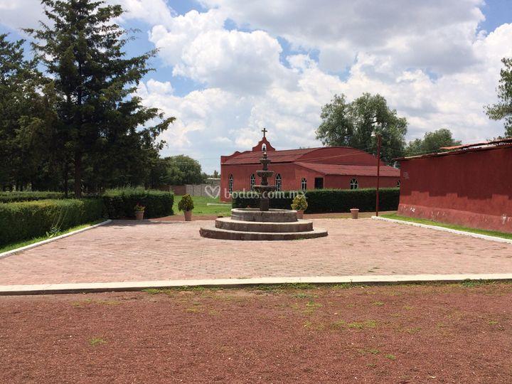 Fuente y capilla